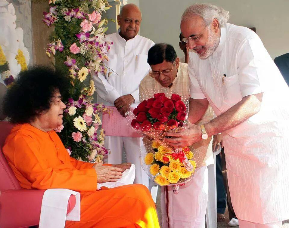 Shri Narender Modi ( India's 15th Prime Minister ), a staunch devotee of Bhagawan Sri Sathya Sai Baba offering 'Loving Tribute
