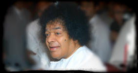 sathya-sai-baba-white-robe-happy-listening.