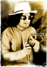 sathya-sai-baba-wearing-sun-glasses-and-hat