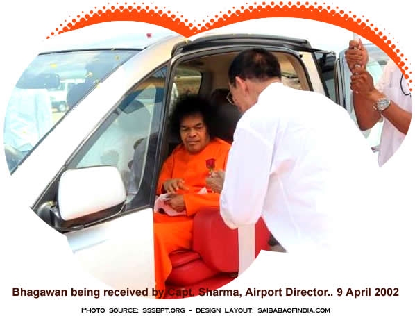 Bhagawan arrived at the Sri Sathya Sai Airport at 2:07, driving directly towards the flight.