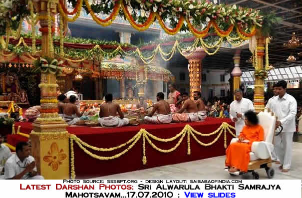 ola Mantram  chanting for 10000 times had been going for the past two days, chanted  by fifteen participating priests, and the next ritual was an offering to  the idol of Sudarshan Alwar.