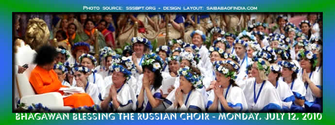 The evening of Russian Rejoicing! - russian-sai-devotees-singing-july-12-2010