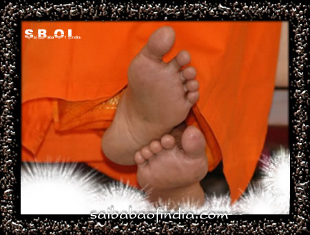 sai-kamal-charan-lotus-feet-of-sri-sathya-sai-baba