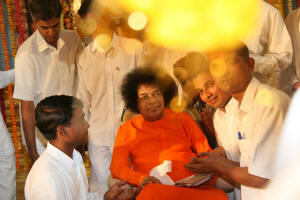 Aura-of-divine-being-sathya-sai-baba-light