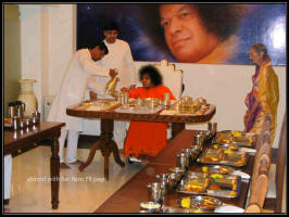 sathya sai baba eating.