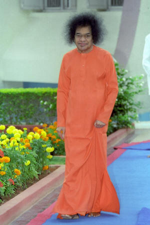Swamis-delays-are-not-His-denials-image1-sathyasai