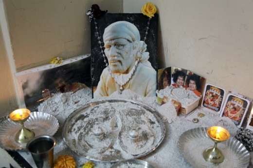 Vibhuti-manifestation-miracles-in-Puttaparthi-arvind-b