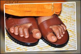 sri-sathya-sai-baba-wearing-sandals