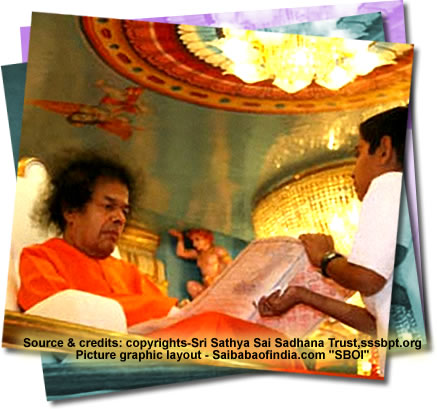 Sun, Jan 30, 2011: This weekend Sunday evening had Bhagawan emerging at 1805 hrs., coming into the hall in His car.