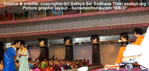 Sevadals from Madhya Pradesh and Chattisgarh was seated for blessings. Bhagawan spent almost fifteen minutes in, blessing the batch with His 'exclusive' darshan.