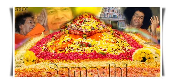 Samadhi of Sri Sathya Sai Baba covered with flowers