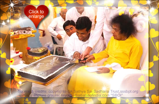Bhagawan blessed an array of Christmas cakes before coming on to the dais at 1920 hrs.
