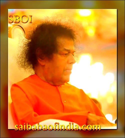Fri, Jan 28, 2011: This evening, at 1840 hrs., Sai Kulwant turned fully lit and scenting His arrival the packed house went into a frenzy, realigning to order, welcoming The Lord. Bhagawan arrived in His car and took a detour driving outside from the main entrance.