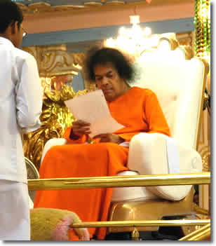 New Large size photos of Bhagawan Sri Sathya Sai Baba - size 1200 x 900