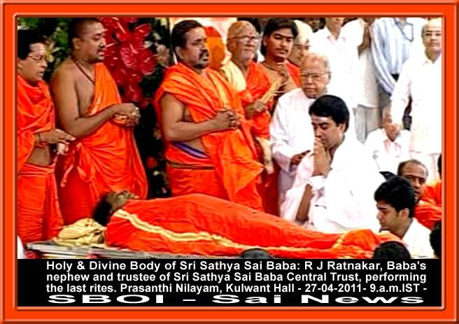 ... rites-of-sri-sathya-sai-baba-27-04-2011-puttaparthi-sai-baba-body.jpg
