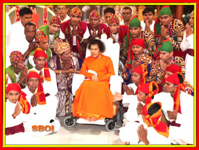 Group photo with bhagawan SRI SATHYA SAI BABA 5TH NOV 2010