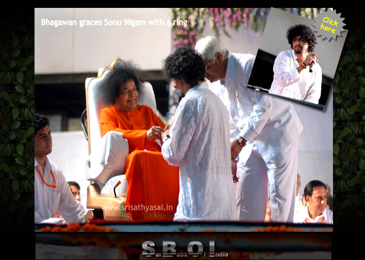 Sonu Nigam - Sathya Sai Baba giving ring - Mumbai is a city that is always on the move. But today, she had a spring in her step and a song in her heart. After all, her beloved Bhagawan Sri Sathya Sai Baba was paying her a Divine Visit—after NINE long years!