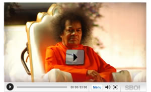 Bhagawan Sri Sathya Sai Baba Mumbai visit videos - In this video, camera focuses on Sonu Nigam  and other Vip's near the
