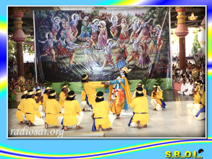 http://www.saibabaofindia.com/devotees_from_nilgiri_music_program_for_sai_baba.htm