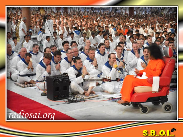 05-sai-baba-program-by-devotees-from-hungry.jpg