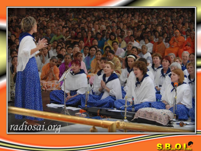 09-sai-baba-program-by-devotees-from-hungry.jpg