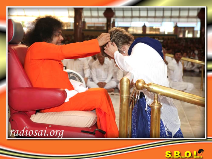 14-sai-baba-program-by-devotees-from-hungry.jpg